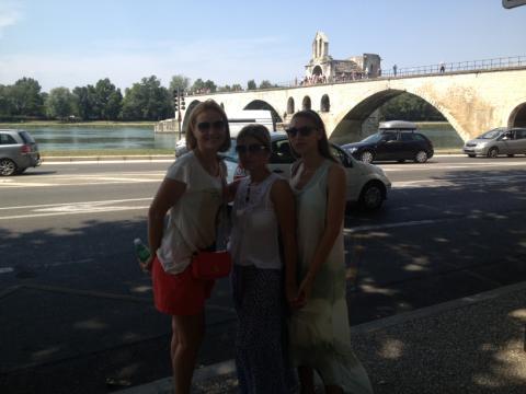Lângă Pont d'Avignon cu prietenele mele