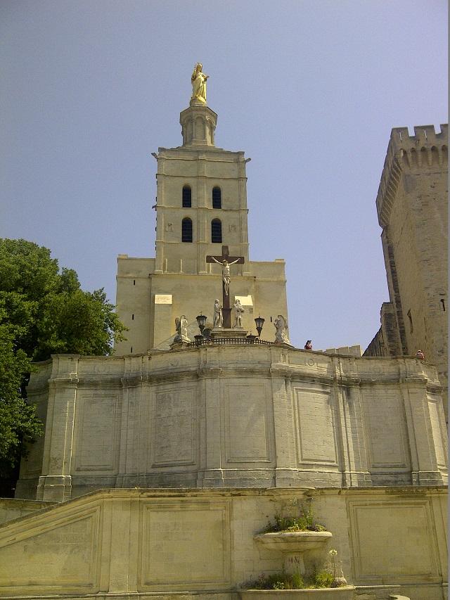 Spre Castelul Papilor, Avignon