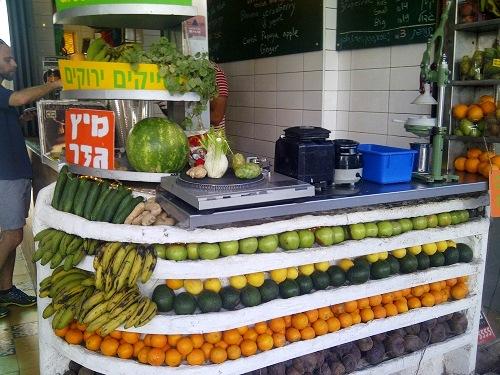 30 Pe toate strazile puteti bea un fresh de legume fructe senzational