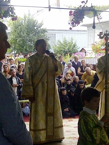 IMG-20140815-01583 Diaconul Ciprian de la Manastirea Nicula, o voce dumnezeiasca