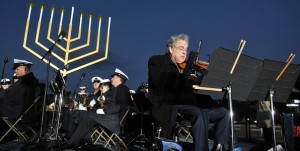 Violinist Itzhak Perlman performs during